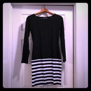 Long sleeved striped black/white Bodycon dress